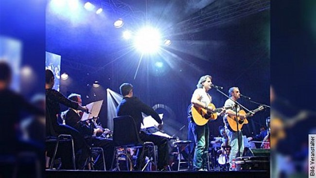 Simon&Garfunkel Tribute Band trifft Klassik - Graceland Duo mit Streicherquartett und Band