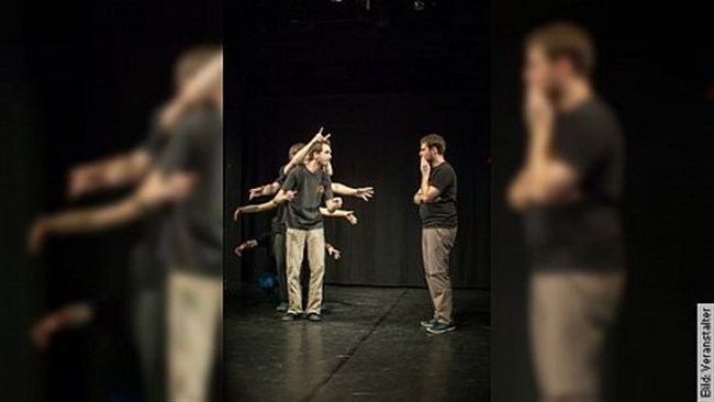 Improvisationstheater - Theaterstück inszeniert mit den Anmerkungen des Publikums