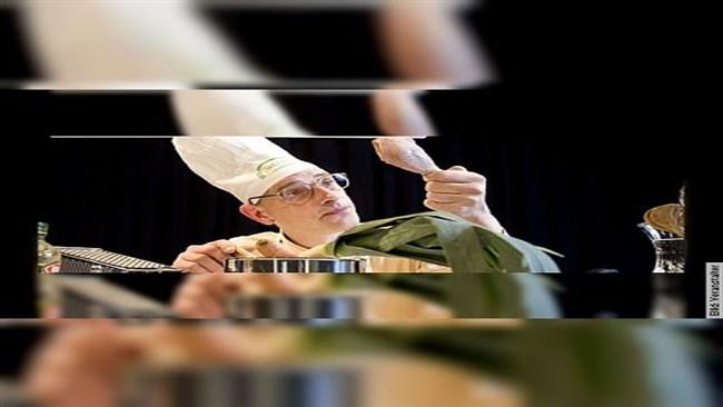 Wer kocht, schießt nicht - Eine Koch-Satire von Michael Herl